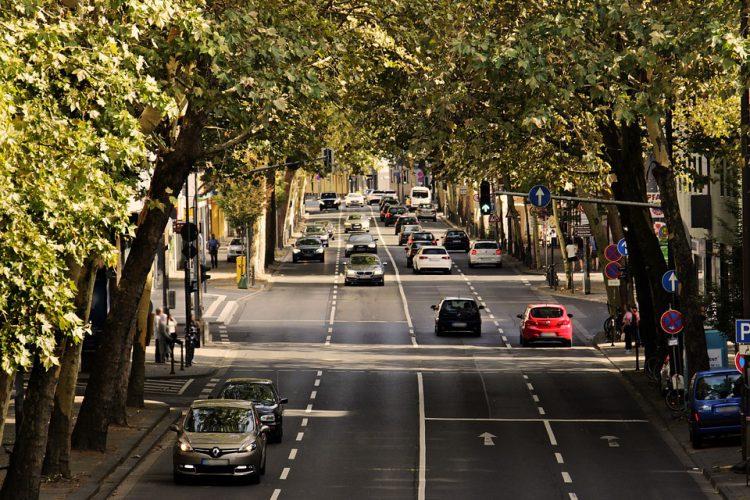 używane auto na polskich drogach