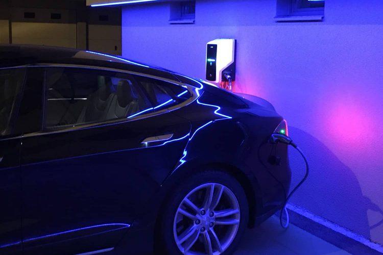Dlaczego warto zdecydować się na ładowarkę do aut elektrycznych EVB?